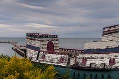 被放弃的木小船-伊利湖-纽约 图库摄影