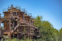 被放弃的机器和存储单元在天然气产业在气体wo 图库摄影