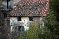 被放弃的村庄家庭的托斯卡纳,意大利 免版税库存照片