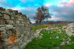 被放弃的村庄的废墟在塞浦路斯 库存图片
