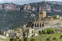 被放弃的村庄Esco废墟在西班牙 库存图片