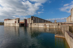 被放弃的核电站建造场所在Żarnowiec, P 免版税库存照片