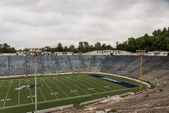 被放弃的橄榄球场-橡胶碗-阿克伦用拉锁拉上-阿克伦,俄亥俄 库存图片