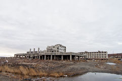 被放弃的民用房子 免版税库存照片