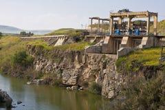 被放弃的水坝 免版税库存图片