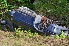 被放弃的汽车击毁 免版税库存图片