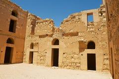 被放弃的沙漠城堡Qasr Kharana Kharanah或Harrana的内部围场在阿曼,约旦附近的 库存图片