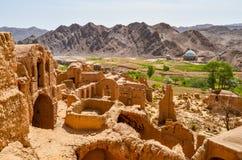 被放弃的泥砖城市Kharanaq的废墟在古城亚兹德附近的在伊朗 免版税库存照片