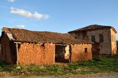 被放弃的泥砖房子 免版税库存图片
