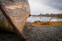 被放弃的渔船 免版税库存图片