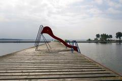 被放弃的游泳池 图库摄影