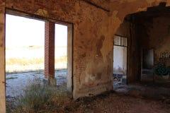 被放弃的火车站在阿尔瓦萨特 免版税库存照片