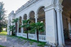 被放弃的火车站,阿布哈兹 免版税库存照片