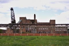 被放弃的煤炭电发电厂或发电站在东德 库存照片