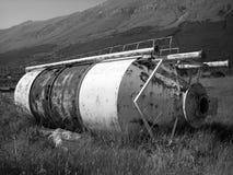 被放弃的生锈的农厂筒仓 库存照片