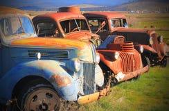 被放弃的生锈的老爷车 库存图片