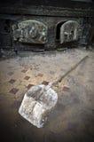 被放弃的生锈的铁锹 图库摄影