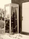 被放弃的电话亭 库存照片