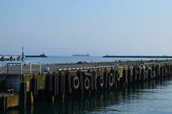 被放弃的码头在城市 库存图片