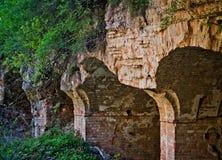 被放弃的砖墙在堡垒 免版税库存照片