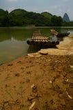 被放弃的竹木筏 库存图片