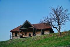 被放弃的老匈牙利房子 免版税图库摄影