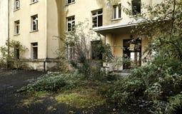 被放弃的老大厦 免版税图库摄影