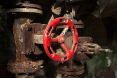 被放弃的老工厂次幂阀门 免版税库存照片