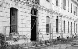 被放弃的老工厂 免版税库存照片