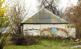 被放弃的老房子 免版税图库摄影