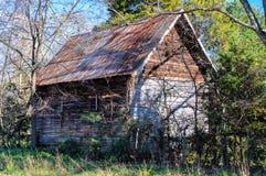 被放弃的老棚子 免版税库存照片