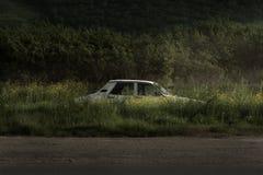 被放弃的老汽车 库存图片