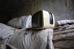 被放弃的老电视葡萄酒 免版税库存照片