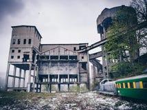 被放弃的老矿在岗位工业市阿尼纳,罗马尼亚 免版税图库摄影