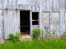 被放弃的老被风化的谷仓细节  免版税库存图片