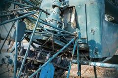 被放弃的老直升机 免版税库存图片