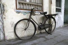 被放弃的自行车 免版税库存照片