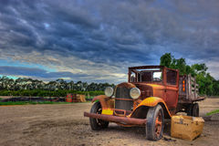 被放弃的葡萄酒平板车卡车 免版税库存照片