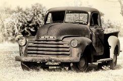 被放弃的葡萄酒生锈了薛佛列卡车 免版税库存照片
