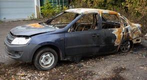 被放弃的被烧的汽车2 免版税库存图片