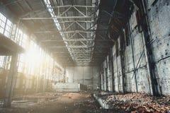 被放弃的被破坏的工业工厂厂房、废墟和爆破 免版税库存图片