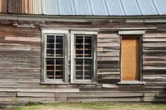 被放弃的被风化的谷仓在农村爱达荷 免版税库存照片