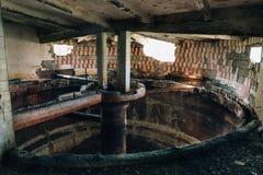 被放弃的被破坏的工业工厂 免版税图库摄影