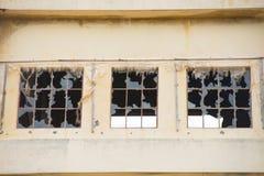 被放弃的被破坏的工厂废墟门面 免版税图库摄影