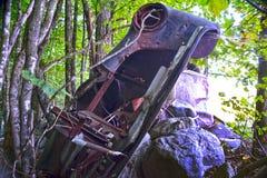 被放弃的被击毁的汽车 免版税图库摄影
