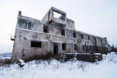 被放弃的解决冬天视图 免版税库存照片
