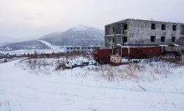 被放弃的解决冬天视图 库存图片
