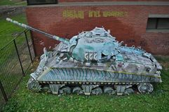 被放弃的谢尔曼坦克击毁在诺维萨德,塞尔维亚 免版税库存图片