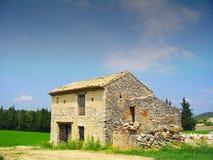 被放弃的谷仓在法国 免版税库存照片