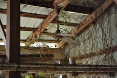 被放弃的谷仓 免版税库存图片